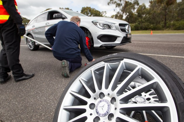 The fake wheel broke every time in the pothole test at 50km/h.