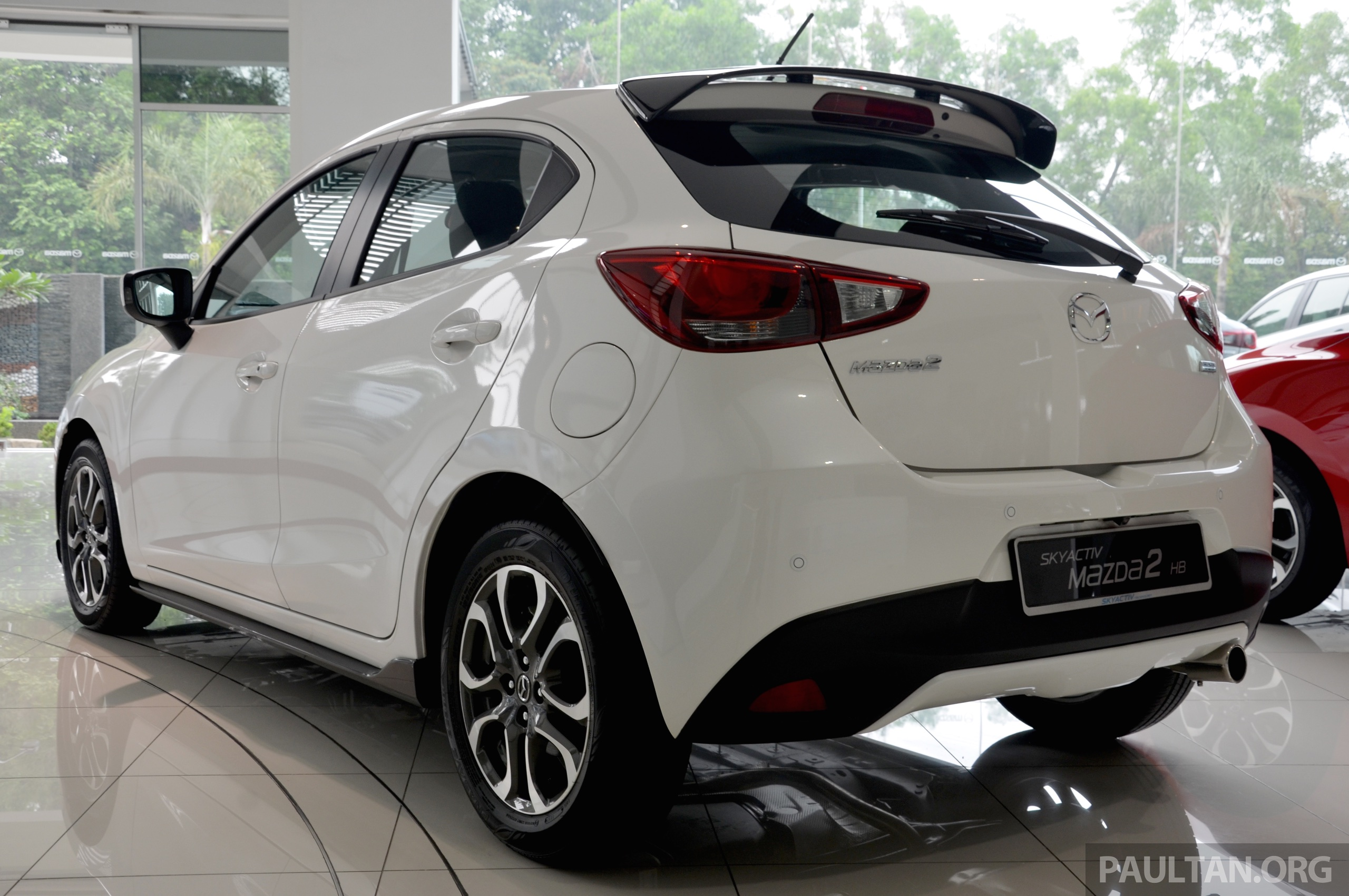 gallery 2015 mazda 2 1 5 hatch with sports kit paul tan image 395237. Black Bedroom Furniture Sets. Home Design Ideas