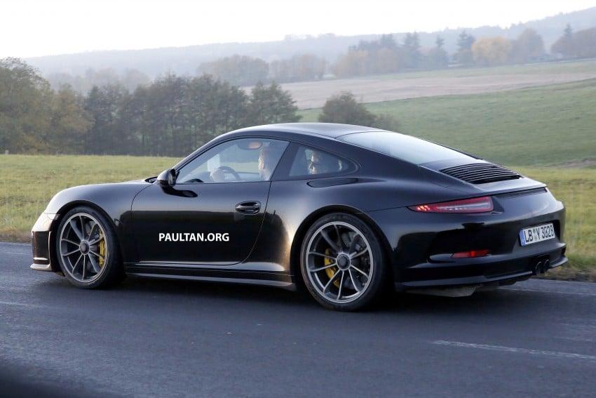 SPIED: Porsche 911 R goes testing sans camouflage Image #399483