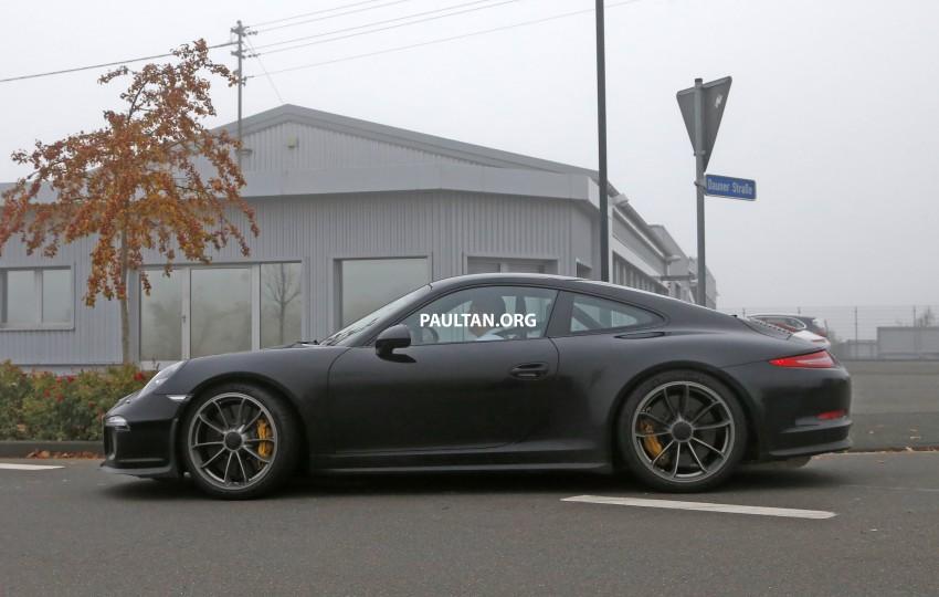 SPIED: Porsche 911 R goes testing sans camouflage Image #399484
