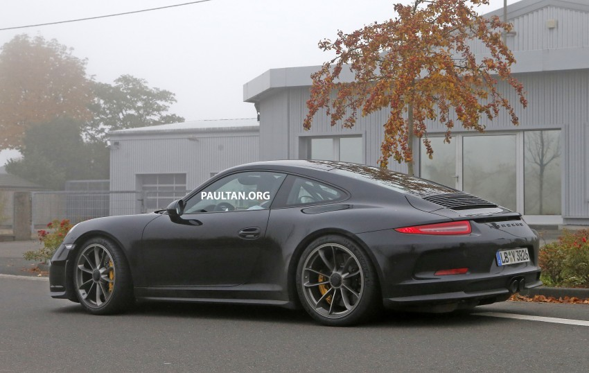 SPIED: Porsche 911 R goes testing sans camouflage Image #399486