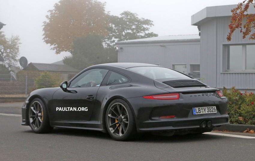 SPIED: Porsche 911 R goes testing sans camouflage Image #399488