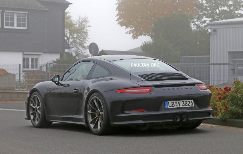 SPIED: Porsche 911 R goes testing sans camouflage Image #399489