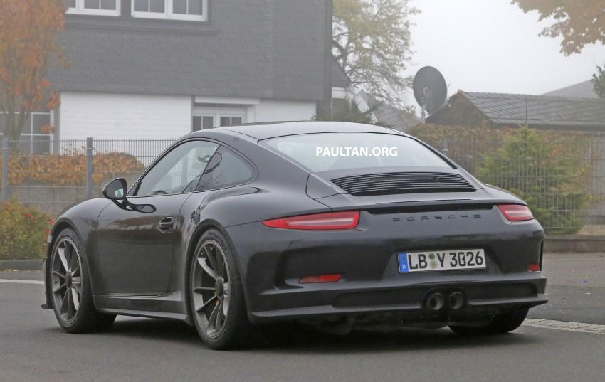 SPIED: Porsche 911 R goes testing sans camouflage Image #399490