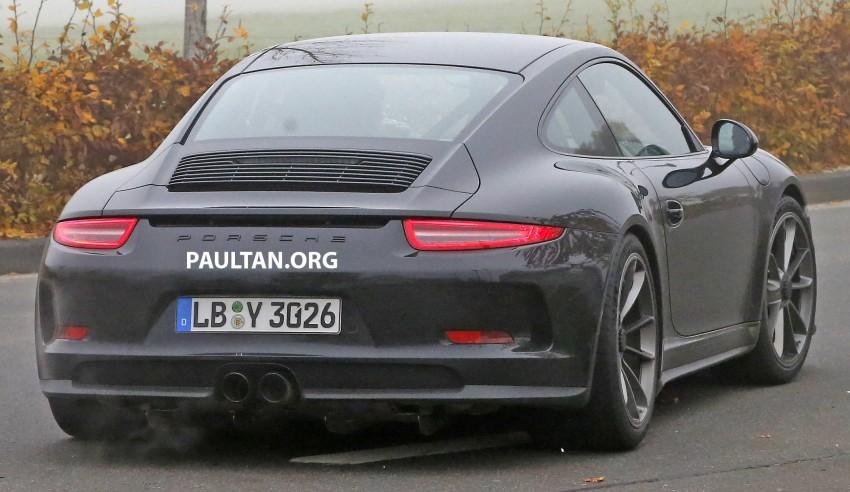 SPIED: Porsche 911 R goes testing sans camouflage Image #399492