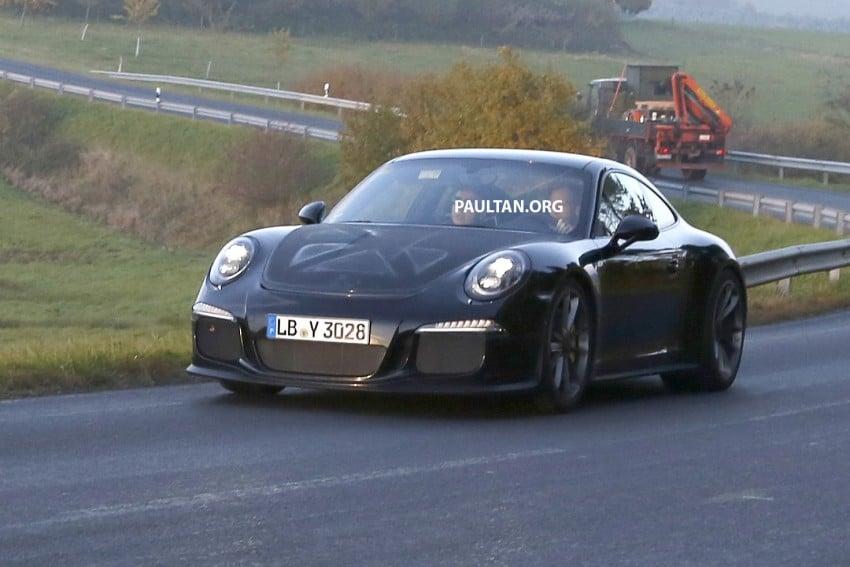 SPIED: Porsche 911 R goes testing sans camouflage Image #399475