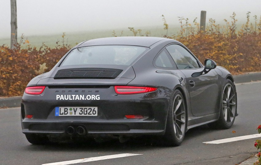 SPIED: Porsche 911 R goes testing sans camouflage Image #399493