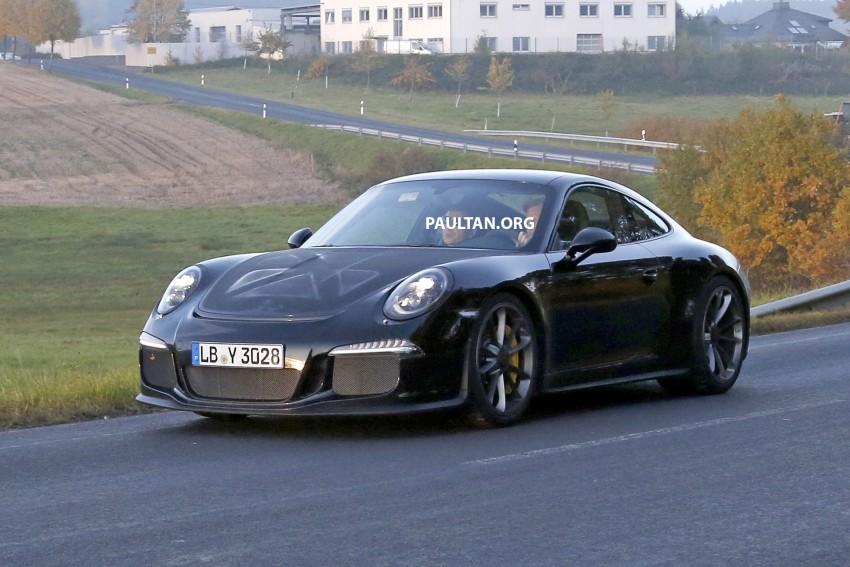 SPIED: Porsche 911 R goes testing sans camouflage Image #399477