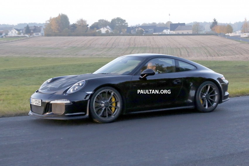 SPIED: Porsche 911 R goes testing sans camouflage Image #399479