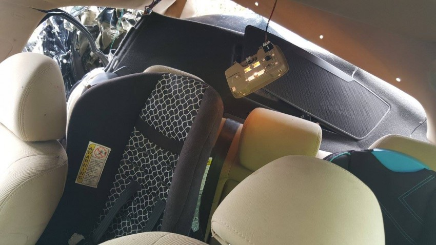 Children survive horrific accident – a clear example of how crucial child safety seats are in saving lives Image #403402