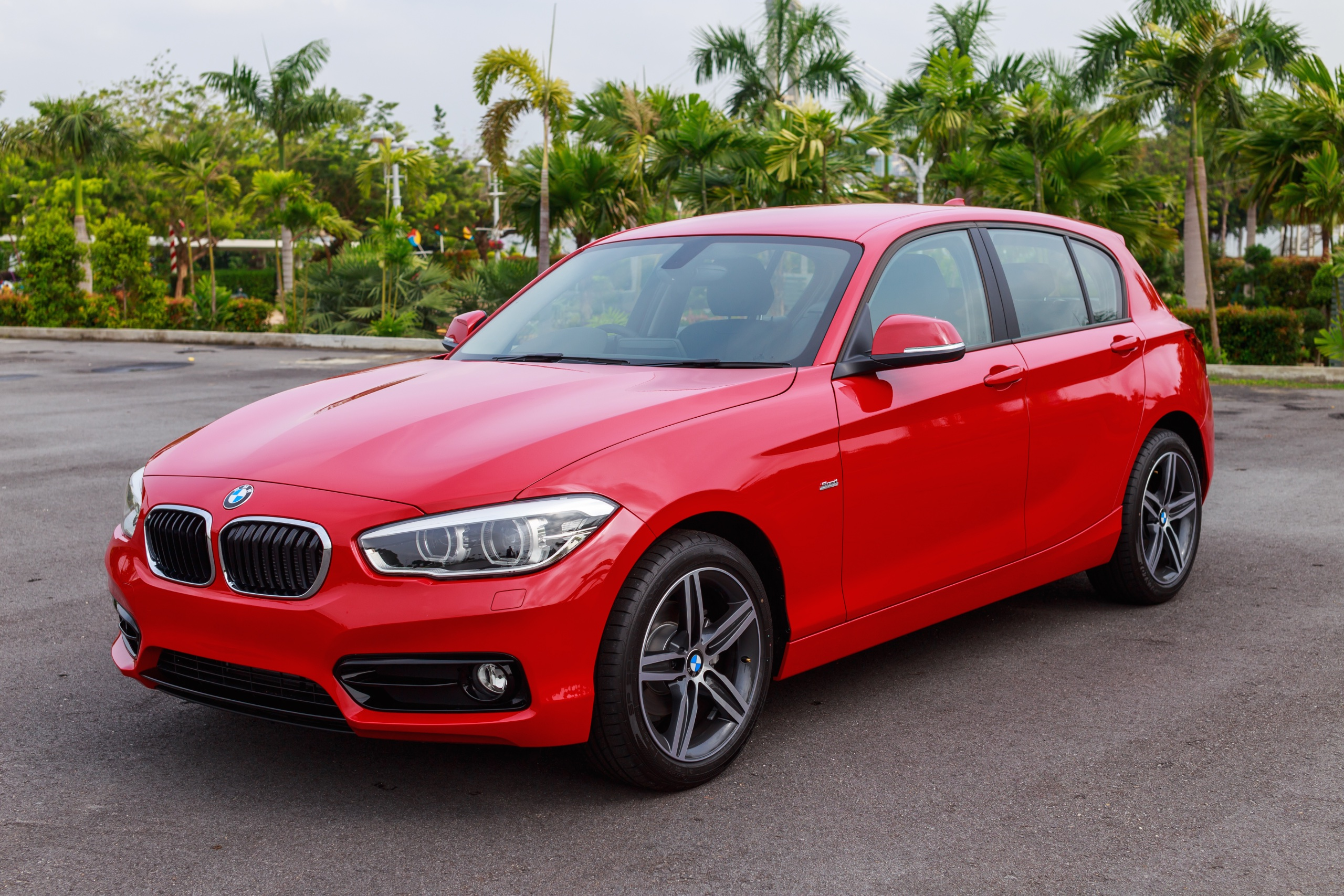 bmw 118i sport now in malaysia 3 cyl 1 5l rm189k image 410256. Black Bedroom Furniture Sets. Home Design Ideas