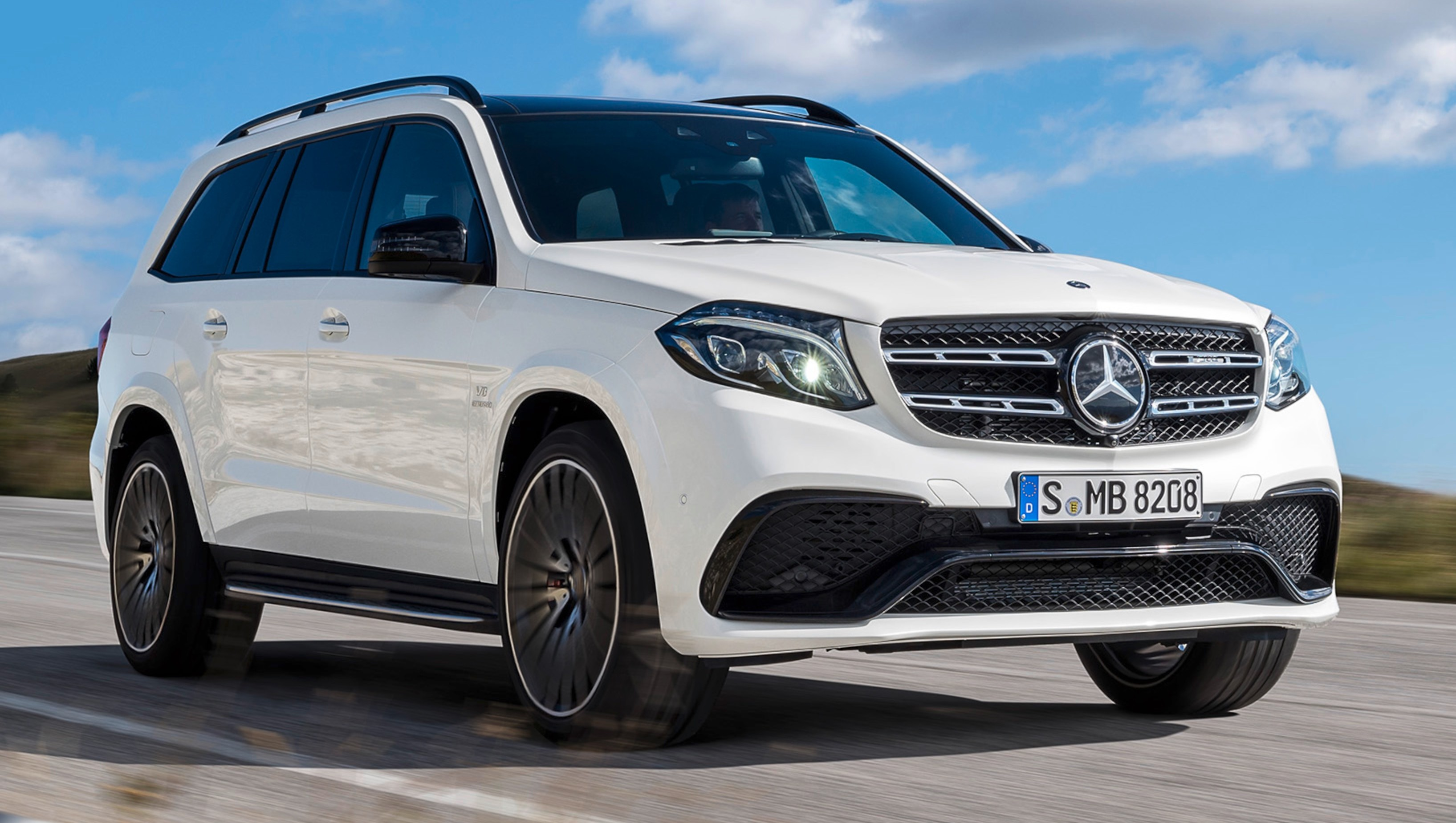 mercedes benz gls debuts the s class among suvs. Black Bedroom Furniture Sets. Home Design Ideas