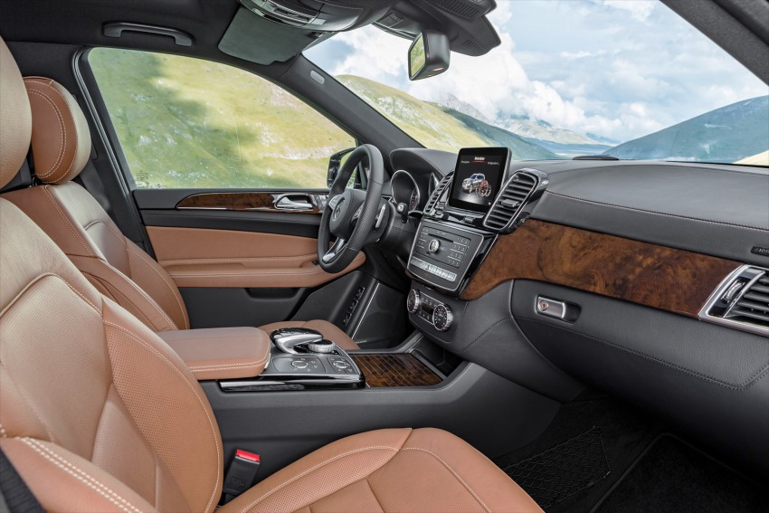 Mercedes-Benz GLS debuts – the S-Class among SUVs Image #402038