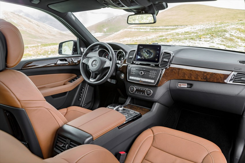 Mercedes-Benz GLS debuts – the S-Class among SUVs Image #402039