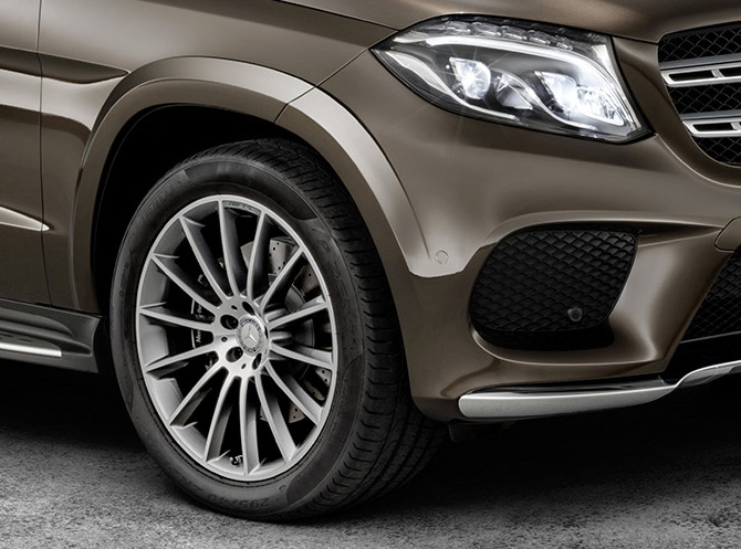 Mercedes-Benz GLS debuts – the S-Class among SUVs Image #402168