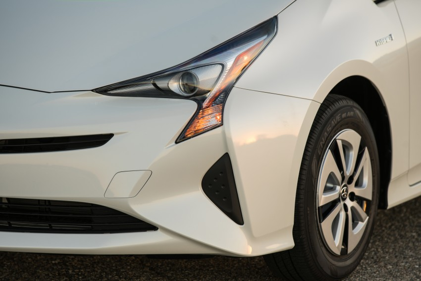MEGA GALLERY: 2016 Toyota Prius debuts in the US Image #410136