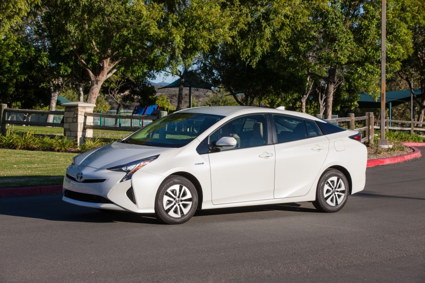 MEGA GALLERY: 2016 Toyota Prius debuts in the US Image #410130