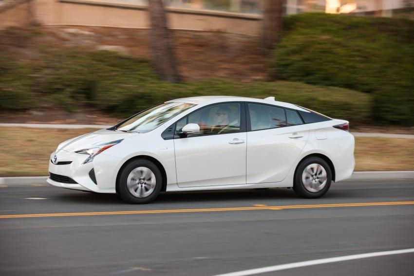 MEGA GALLERY: 2016 Toyota Prius debuts in the US Image #410128