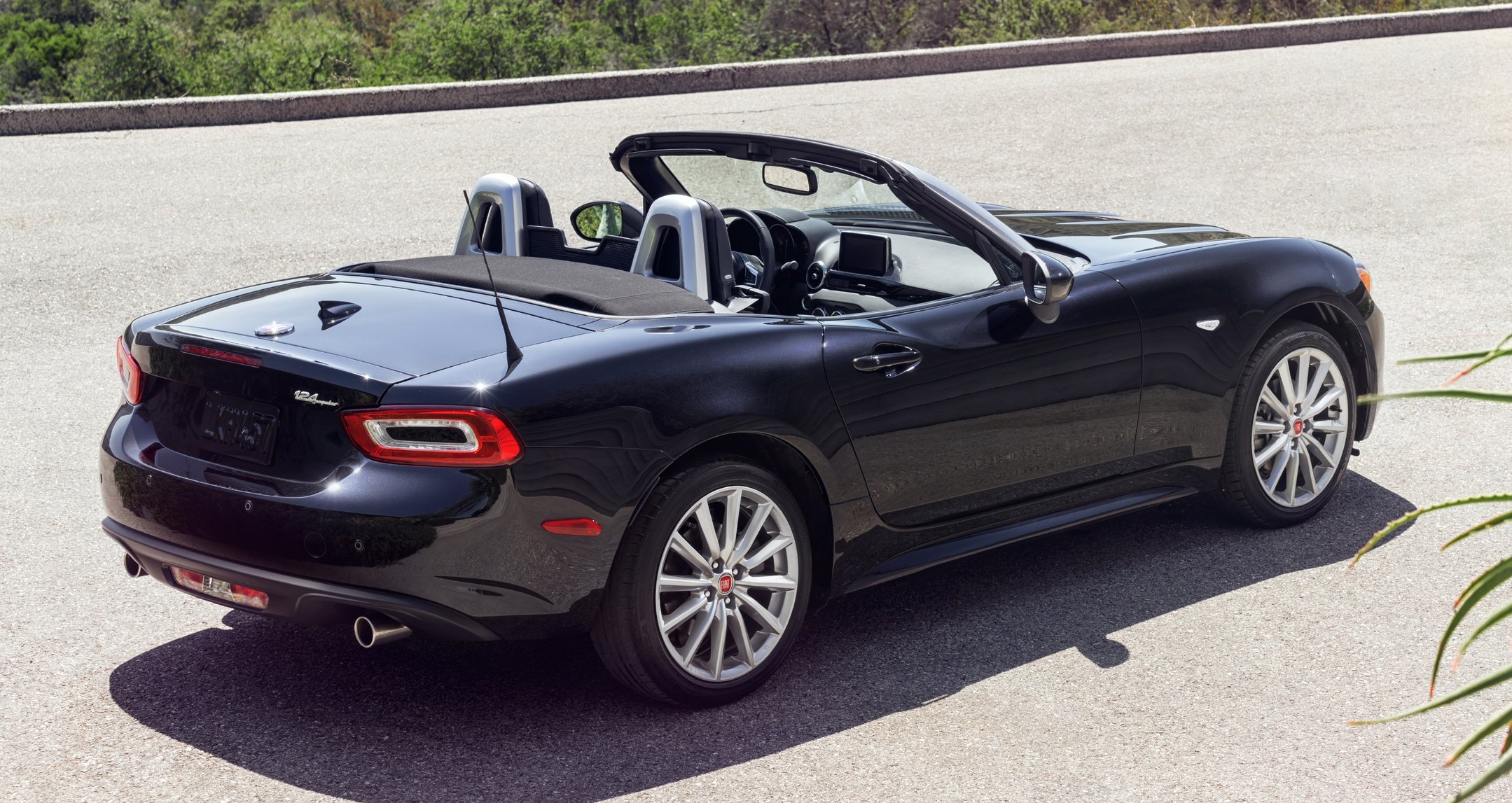 2017 Fiat 124 Spider Mazda Mx 5 Gets An Italian Job Paul