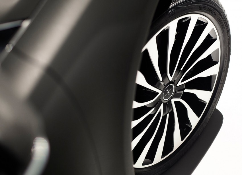 LA 2015: 2017 Lincoln MKZ, now with 400 hp turbo V6 Image #410762
