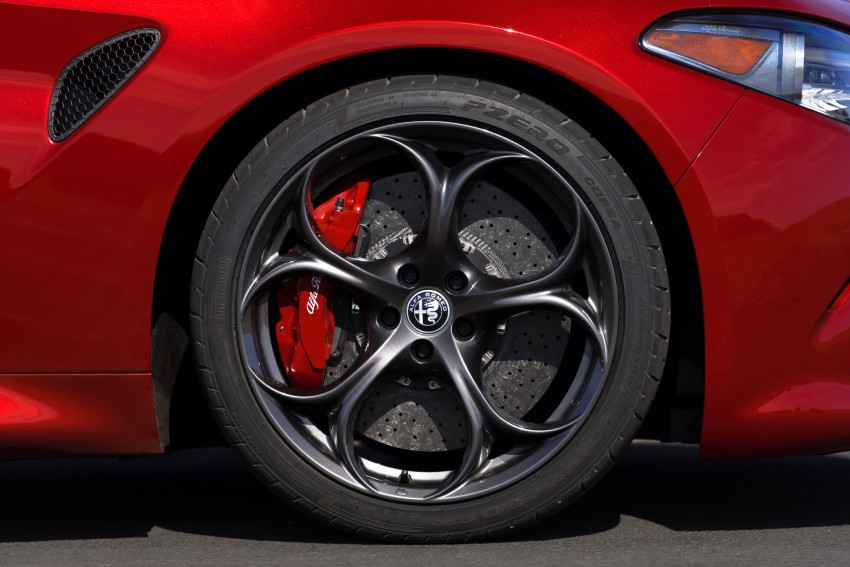 2017 Alfa Romeo Giulia Quadrifoglio fully detailed, 505 hp/600 Nm sedan set to make US debut in Q2 2016 Image #409150