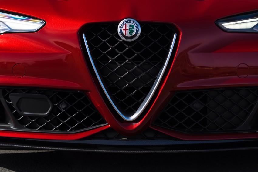 2017 Alfa Romeo Giulia Quadrifoglio fully detailed, 505 hp/600 Nm sedan set to make US debut in Q2 2016 Image #409159