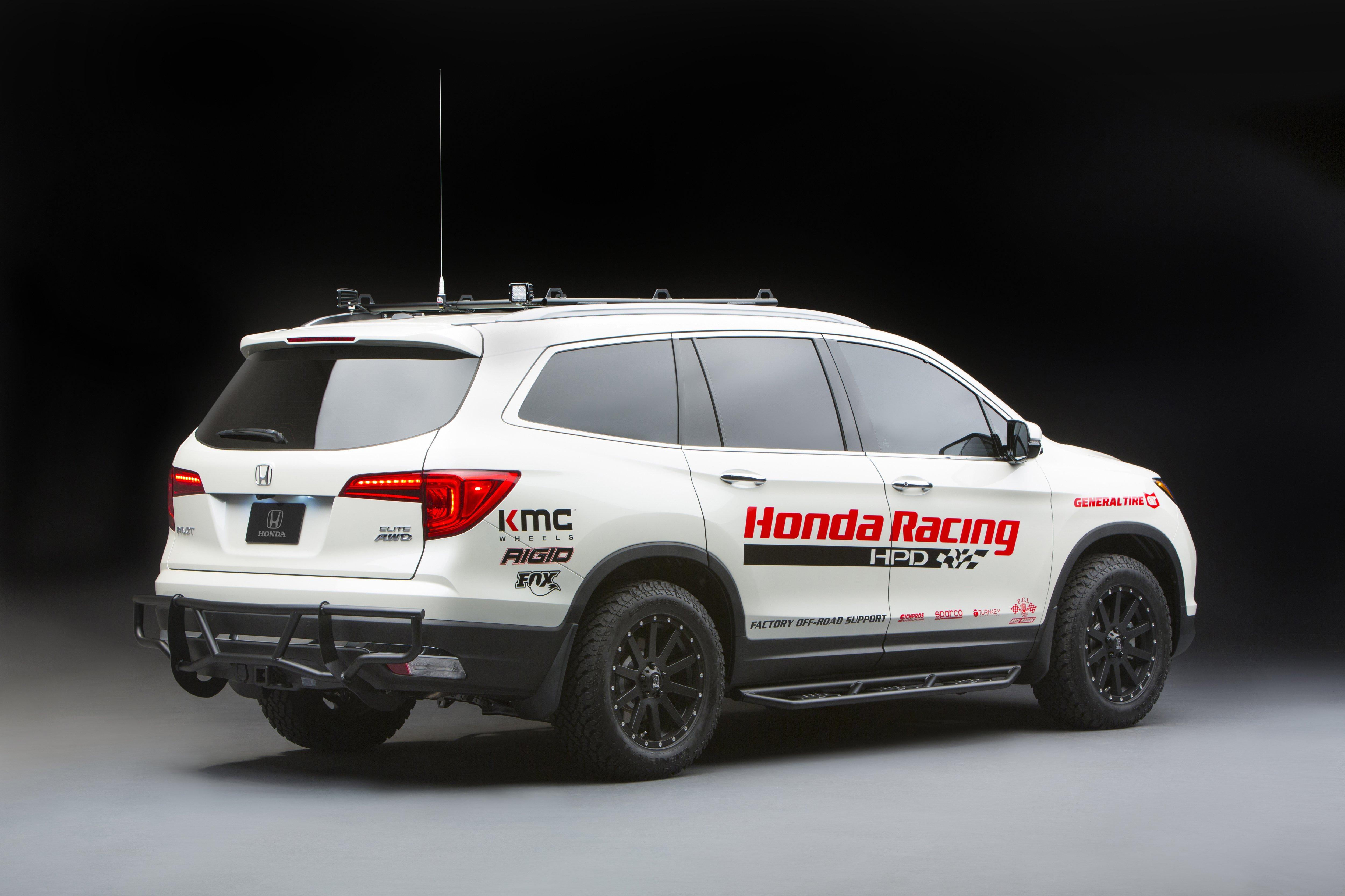 Honda Displays Custom Hr Vs Alongside 2017 Honda Civic