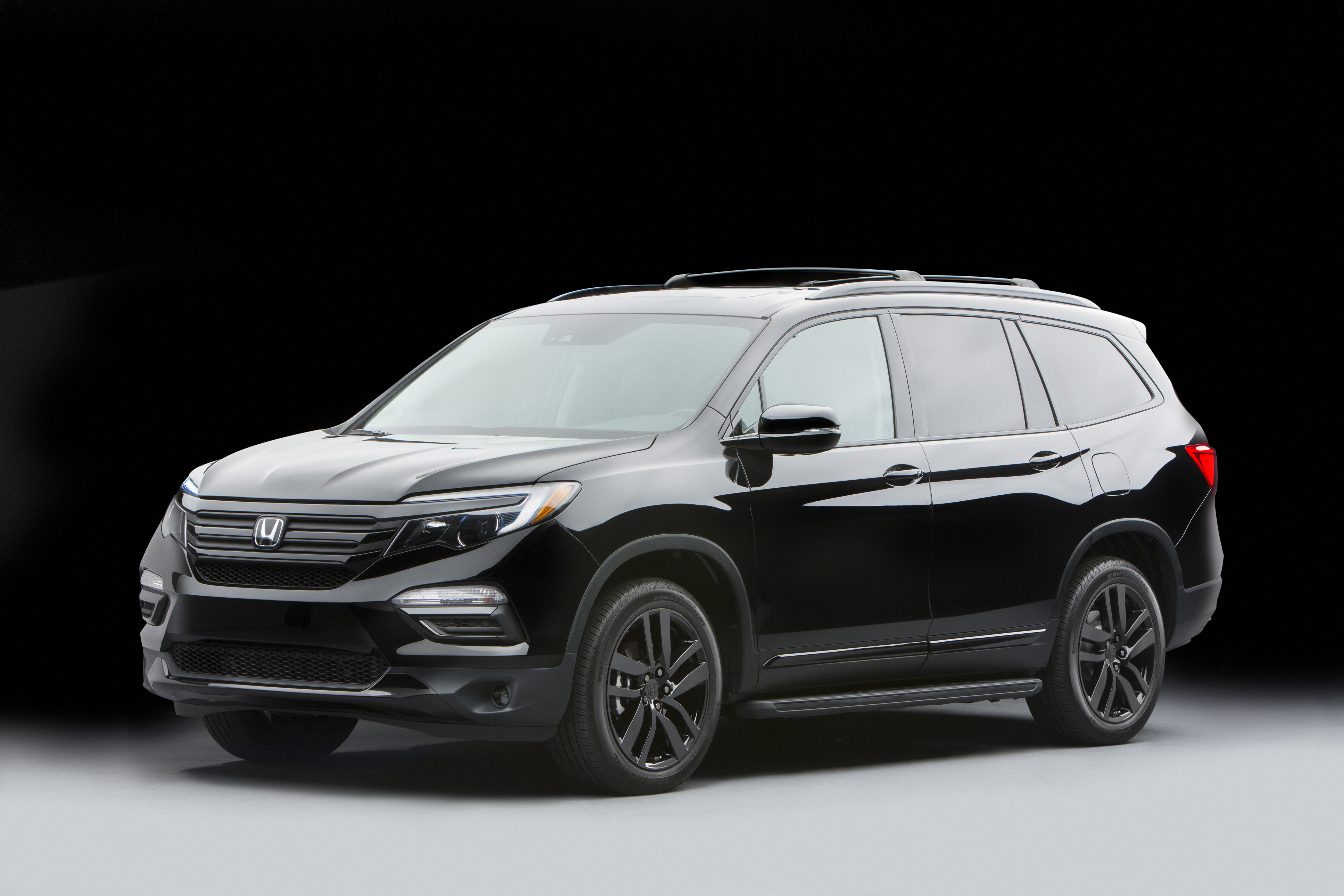 Honda Civic Pilot >> Honda displays custom HR-Vs alongside 2017 Honda Civic, facelifted CR-Z, Pilot and Pioneer 1000 ...