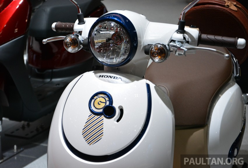 Tokyo 2015: Honda Super Cub Concept and EV Cub Concept – leading the parade of two-wheelers Image #402422