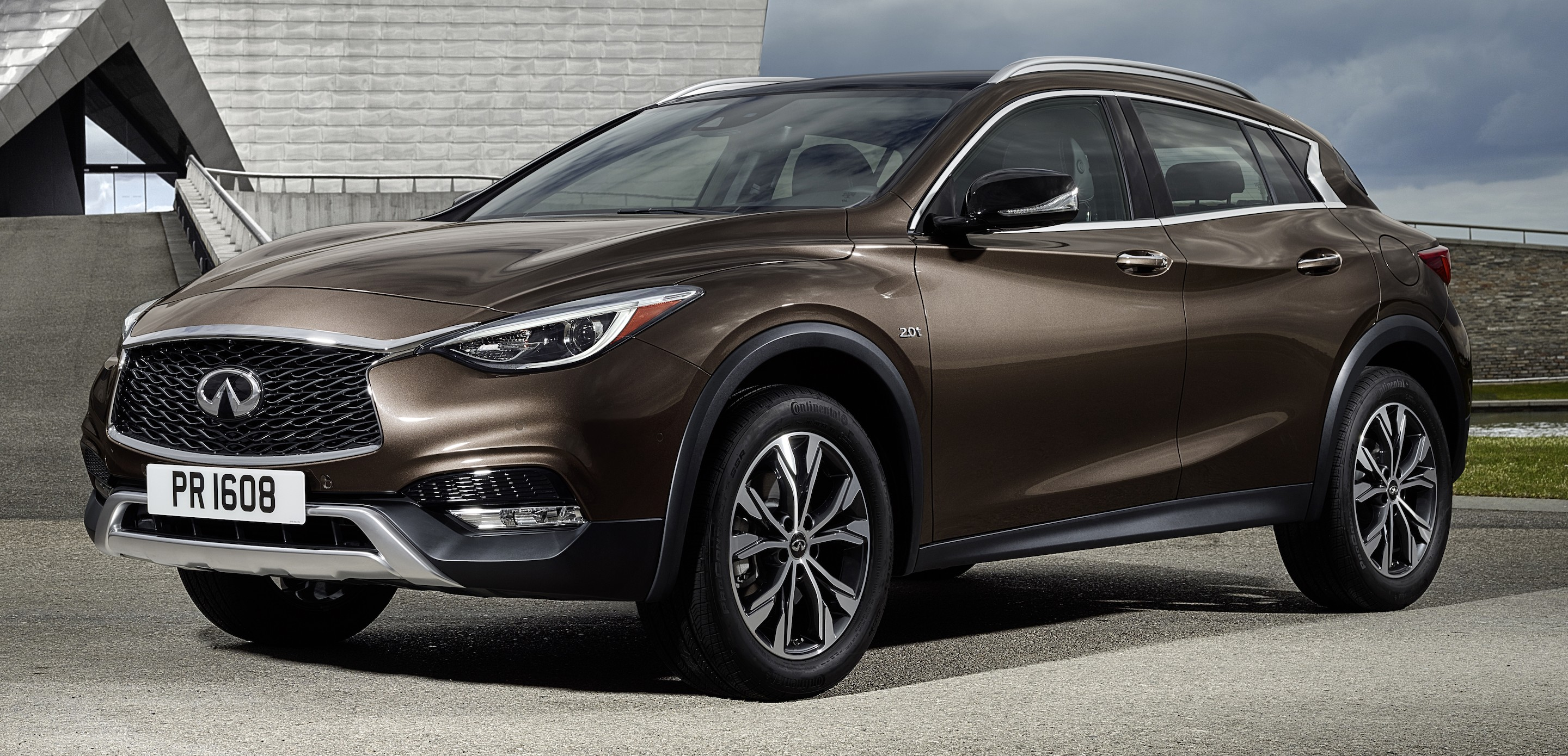 infiniti qx30 premium compact crossover revealed. Black Bedroom Furniture Sets. Home Design Ideas