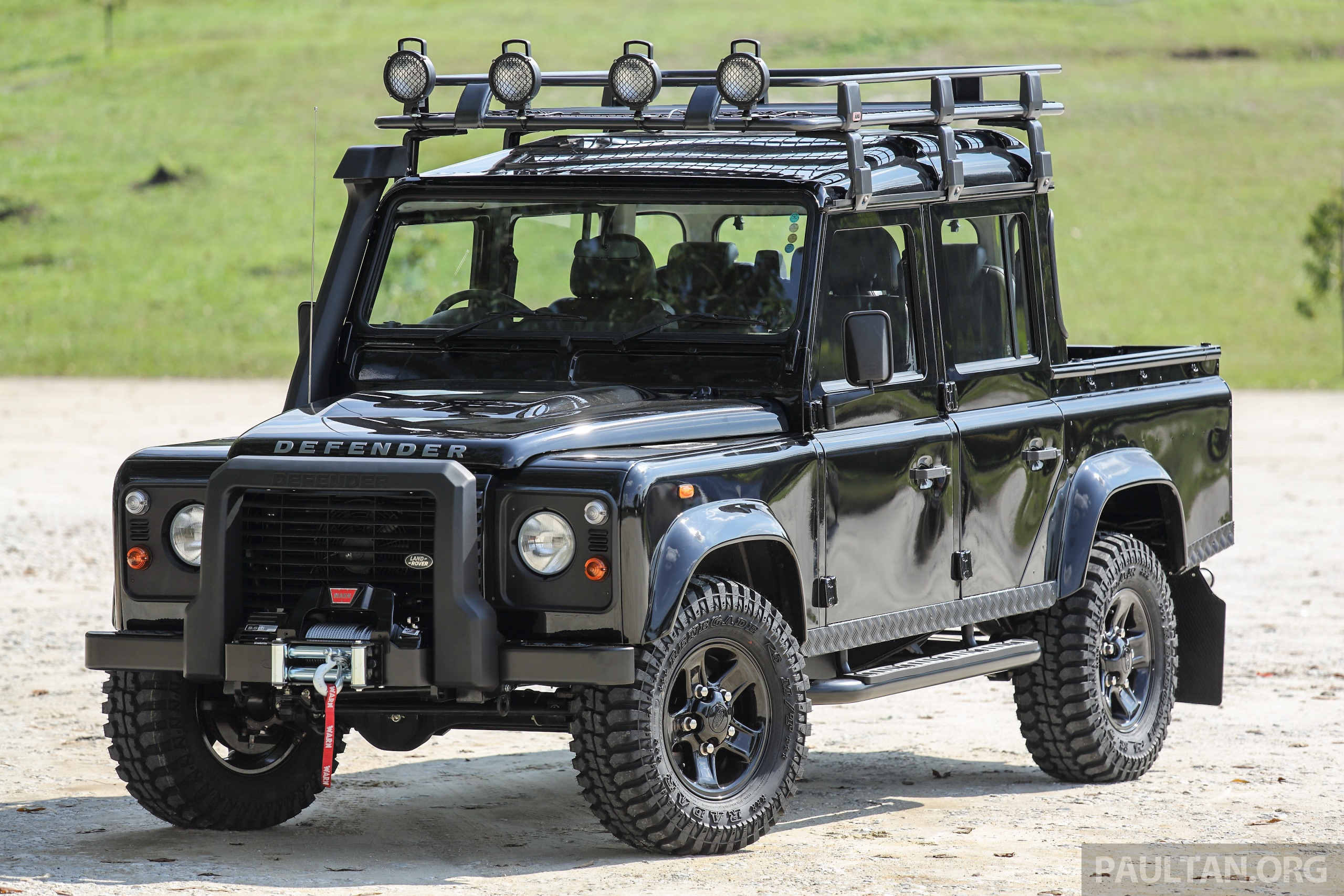 gallery land rover defender limited edition in malaysia 13 piece accessories package rm65. Black Bedroom Furniture Sets. Home Design Ideas