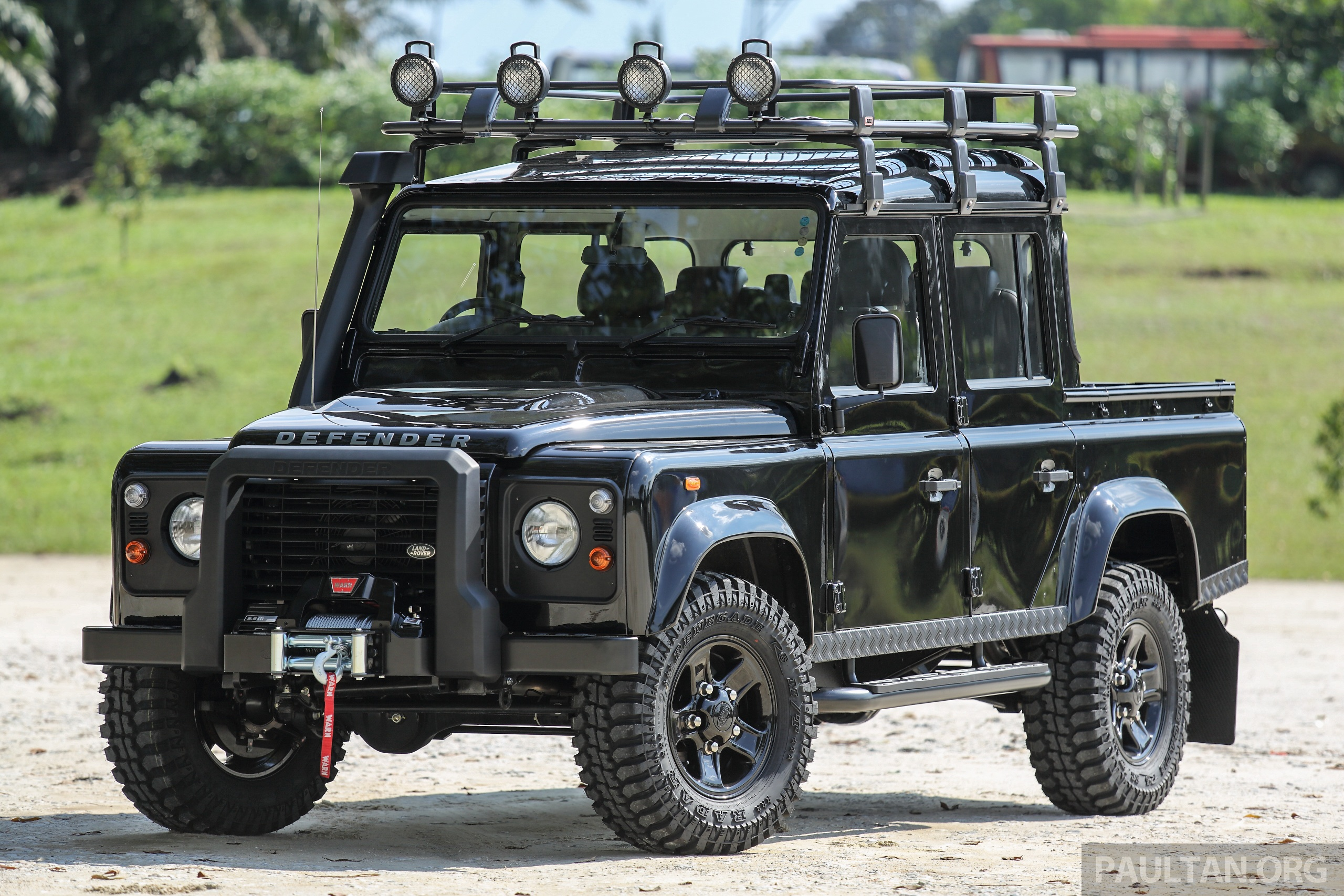 gallery land rover defender limited edition in malaysia 13 piece accessories package rm65 388. Black Bedroom Furniture Sets. Home Design Ideas
