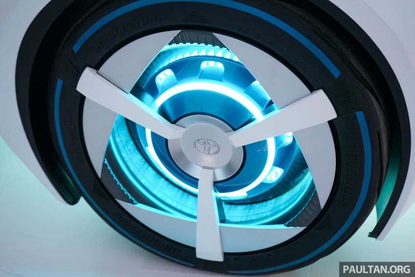 Tokyo 2015: Toyota FCV Plus says sharing is caring Image #404471