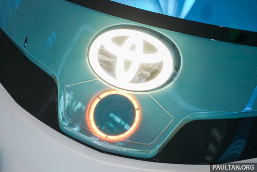 Tokyo 2015: Toyota FCV Plus says sharing is caring Image #404473