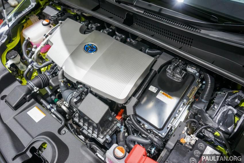 Tokyo 2015: Toyota Prius E-Four in Thermo-Tec Green Image #405514