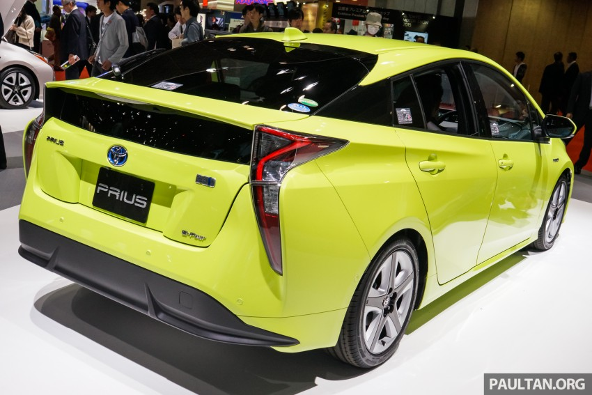 Tokyo 2015: Toyota Prius E-Four in Thermo-Tec Green Image #405524