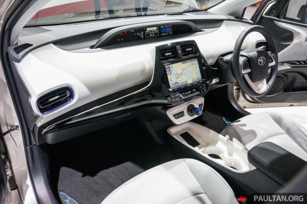 Toyota Prius E-Four 15