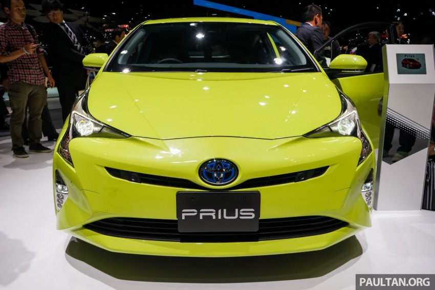Tokyo 2015: Toyota Prius E-Four in Thermo-Tec Green Image #405518