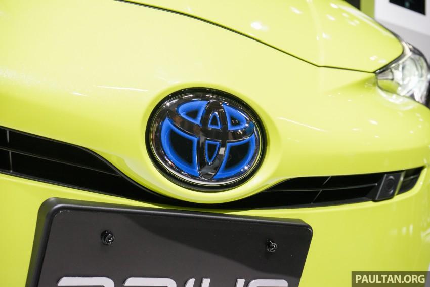 Tokyo 2015: Toyota Prius E-Four in Thermo-Tec Green Image #405521