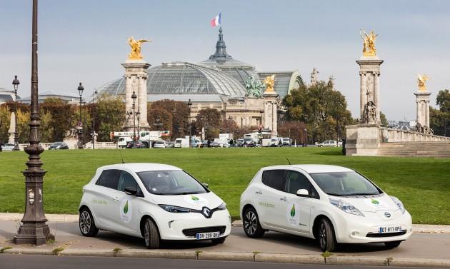 Zoe-n-Leaf-in-Paris