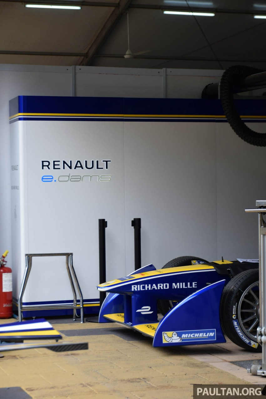 Formula E is in town this weekend; Renault e.dams and its Z.E. 15 aims for pole position in Putrajaya Image #404522