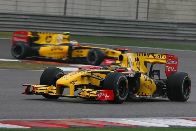 2010-207863-robert-kubica-pol-renault-f1-team-leads-vitaly-petrov-rus-chinese-grand-prix