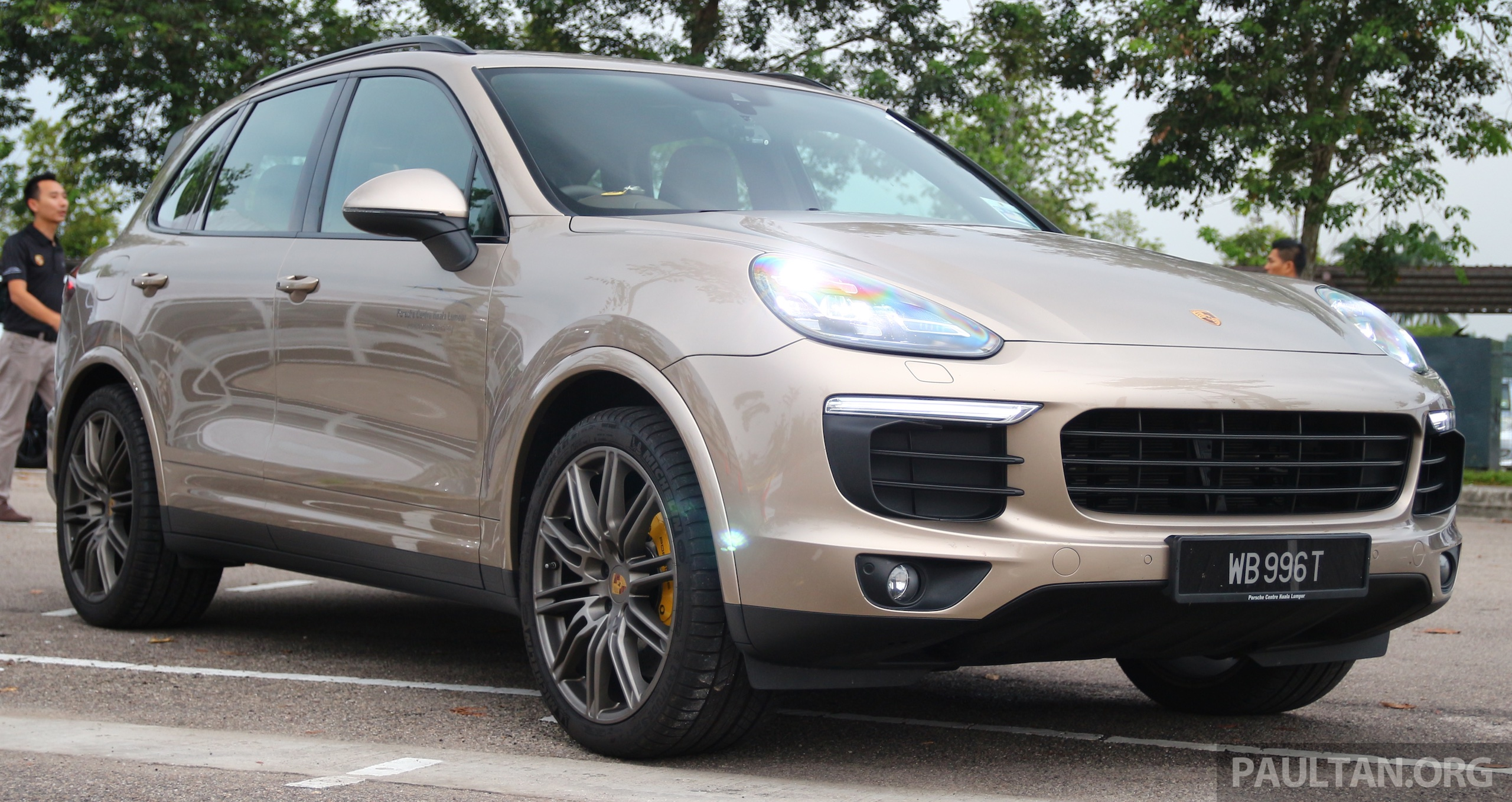 driven porsche cayenne facelift to johor and back. Black Bedroom Furniture Sets. Home Design Ideas