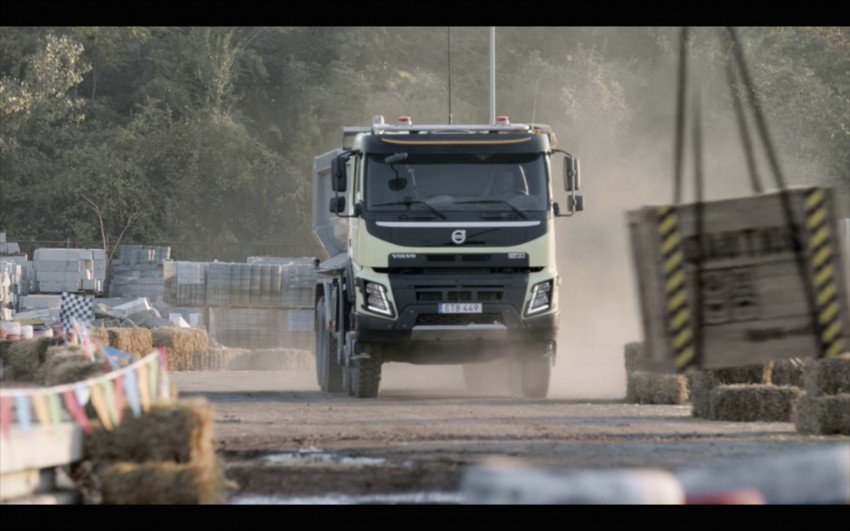 VIDEO: Volvo FMX truck vs Sophie, the four-year-old Image #416391