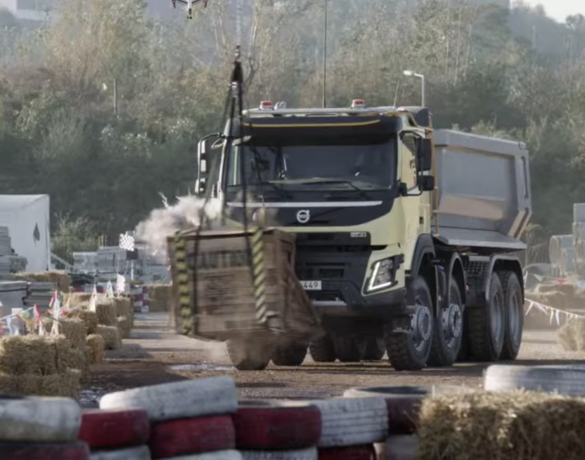 VIDEO: Volvo FMX truck vs Sophie, the four-year-old Image #416393
