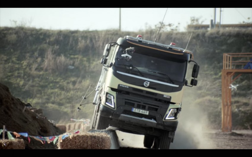 VIDEO: Volvo FMX truck vs Sophie, the four-year-old Image #416394