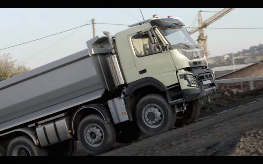 VIDEO: Volvo FMX truck vs Sophie, the four-year-old Image #416395