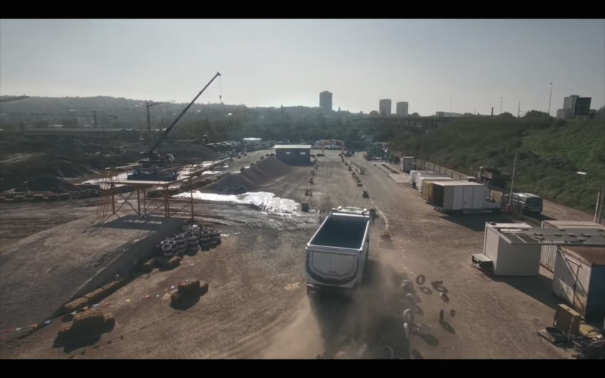 VIDEO: Volvo FMX truck vs Sophie, the four-year-old Image #416397