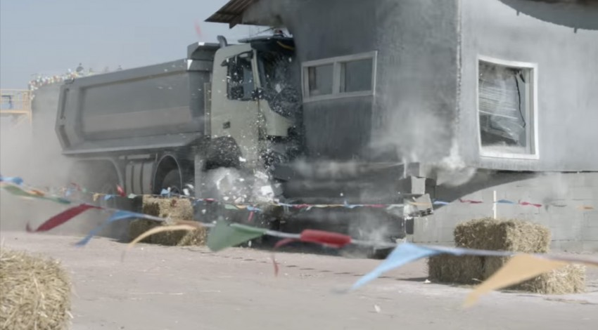 VIDEO: Volvo FMX truck vs Sophie, the four-year-old Image #416398