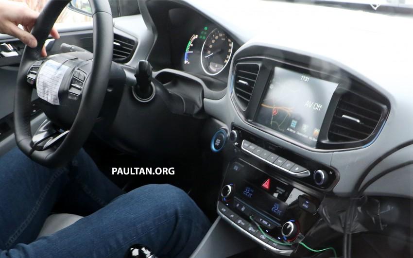 Hyundai Ioniq hybrid, plug-in hybrid and full EV teased – spyshots of Prius-fighter reveal interior in full Image #417031